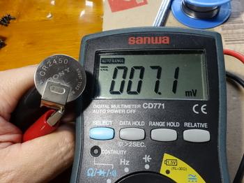 電池の電圧は7mVほど