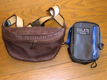 普段使っているウエストバッグと昨年末購入した防水ポーチ