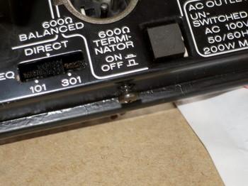 リアパネルのスピーカーイコライザ切替SWとターミネーターSW