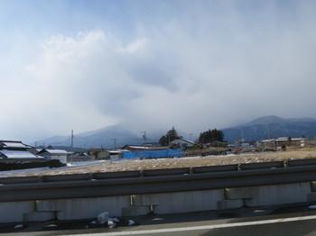 麓まで雲が被っている