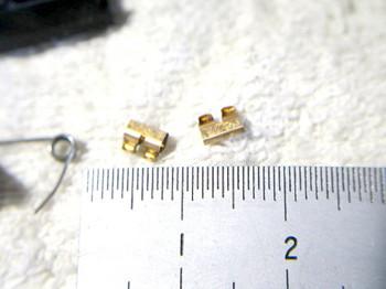 スイッチ接点は小さな部品