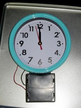 電池ボックスを取り付けた掛け時計
