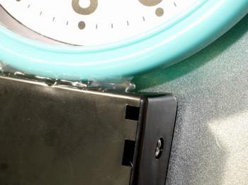 グルーガンで電池ボックスを固定したところ