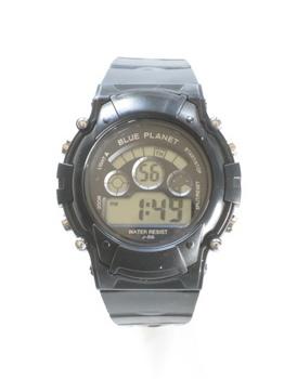 交換して貰ったデジタル腕時計は黒