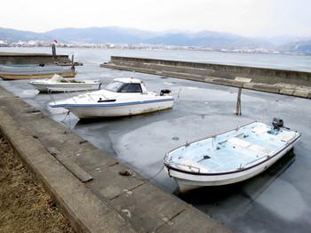 漁港も凍っている