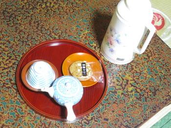 用意されたお茶とお菓子