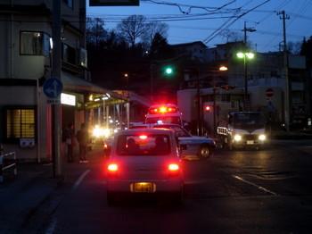 伊那北駅前に停まった救急車