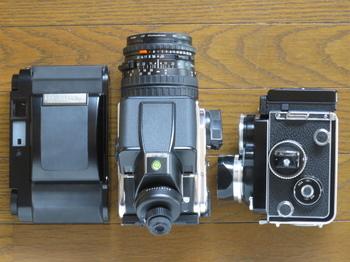左からGF670、Hasselrlad503CW、Rolleiflex2.8F