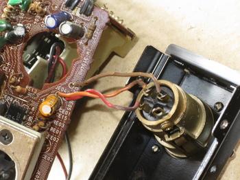 XLRコネクタは機種別イコライザ基板に繋がっている