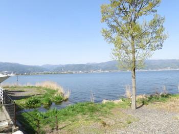 快晴の諏訪湖