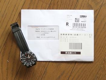 国際郵便で届いたバンド