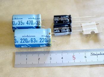 新しいコンデンサはサイズが小さい