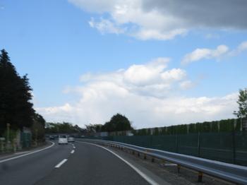 前方の金床雲が見える