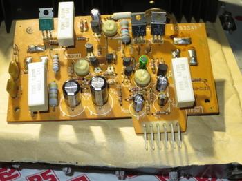 コンデンサを交換したパワーアンプ部基板