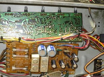 シャーシ内の電源回路:電解コンデンサ交換前