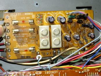 一部を除いて電解コンデンサを交換した電源回路部