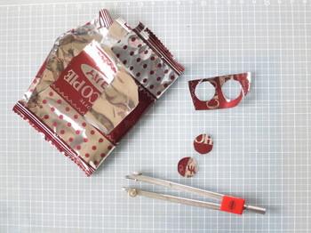 チョコパイの袋を使ってツマミの銀色カバーを作成