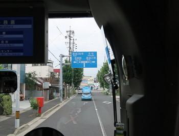 高速バスは岐阜市内を走行中