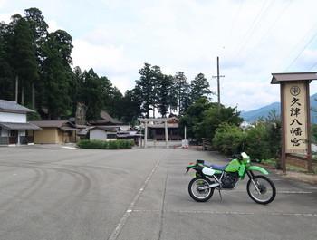 久津八幡宮の駐車場は自分のバイク1台だけだった