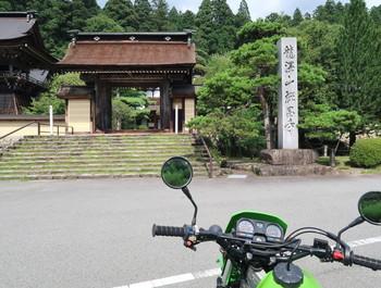 禅昌寺の門前