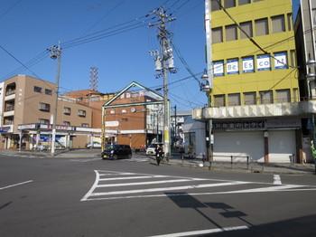 江南駅から北へ向かう道路