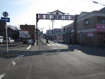 江南駅東側の商店街