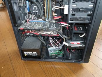 PCの側板を外したところ