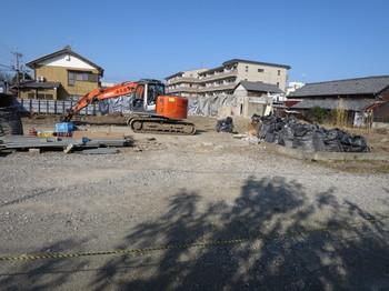 古い建物を撤去中の現場