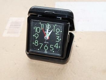 動かなくなってしまったアラーム時計