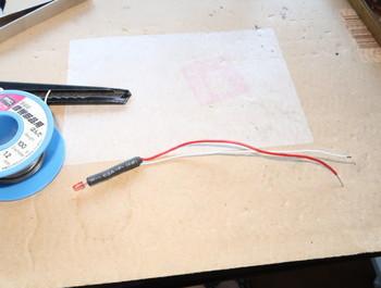 パイロットランプ用LEDに配線を取り付けたところ