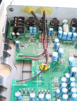 LEDはボンドで固定されている