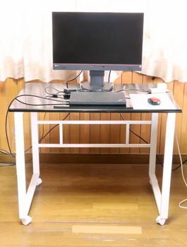 EIZOのモニターを机に設置したところ