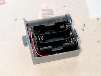 出来上がった電池ボックスをコンロの単一用電池ボックスにセットしたところ
