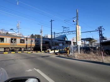JR伊那北駅に入る電車