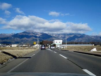 伊那IC近くの山には雪が殆ど無い
