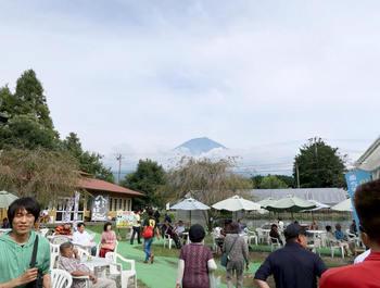 混雑する富士ミルクランド