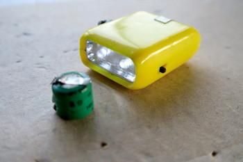 電気二重層コンデンサに入れ替えたダイナモLEDミニライト