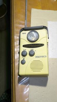 古いダイナモ発電ラジオ