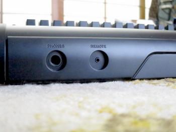 DP-32SDの手前の部分にあるヘッドフォン出力とリモートスイッチジャック