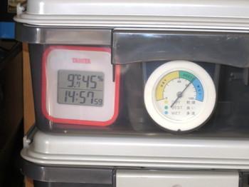 ドライボックスに温度湿度計を入れたところ