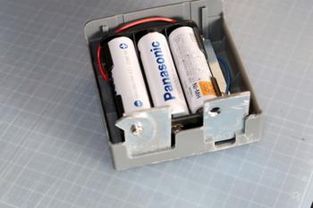 電池ボックスの電極を付け足したところ