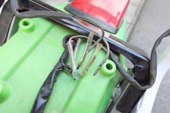 ウインカーのギボシは細い方が使われている