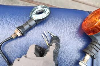 LEDウインカーのギボシの方が太い