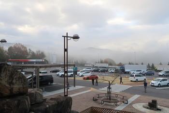 霧に包まれた恵那峡SA