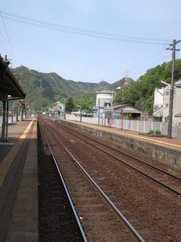 JR坂祝駅プラットフォームから岐阜方向を見る