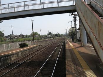 JR坂祝駅プラットフォームから高山方面を見る