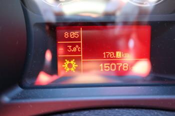 メーターパネルを見ると、気温は-3度