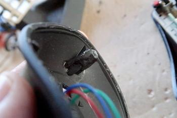 折れたネジ穴はプラリペアで修復した