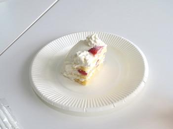誕生日祝いのおすそ分けのケーキ