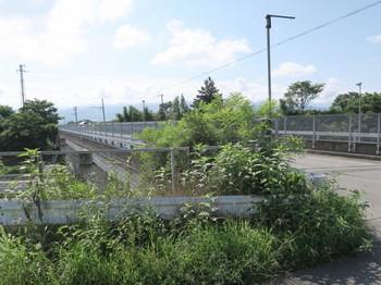 中央自動車道を跨ぐ跨道橋